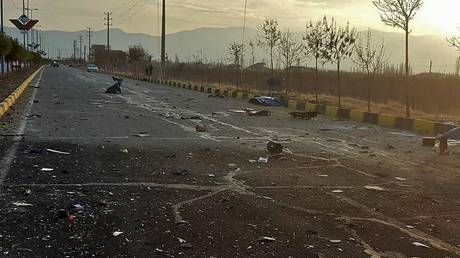 A handout photo made available by Iran state TV (IRIB) on November 27, 2020, shows the scene after an attack on the car of Iranian nuclear scientist Mohsen Fakhrizadeh near Tehran. © AFP / IRIB NEWS AGENCY