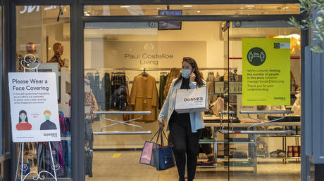 Masks on 'busy streets' & at work: Ireland issues stricter guidelines on face coverings ahead of holiday season