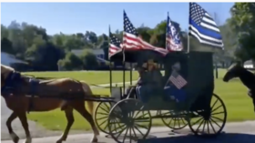 Trump Train, Amish-style? Horses & buggies fly Trump flags after president praises 'Pennsylvania Dutch' (VIDEOS)