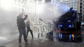 WATCH German police use water cannon at anti-lockdown march blocked by counter-protesters