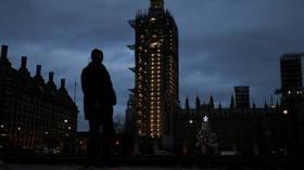 Tidak ada Natal'normal' yang dimungkinkan tahun ini, menteri keuangan Inggris memperingatkan, meskipun keluarga mungkin bisa berkumpul