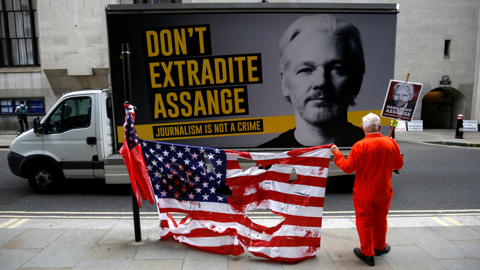 Free Assange Now !