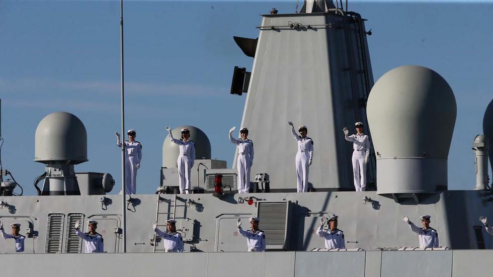 """China sagt, es sei """"bereit, auf alle Bedrohungen zu reagieren"""", nachdem die USA 2 Kriegsschiffe durch die Straße von Taiwan geschickt haben"""