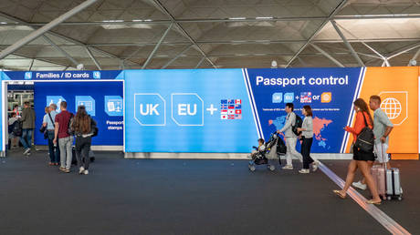 FILE PHOTO EU, UK, Borders, Passport and European Union signs and inscription in London Stansted STN airport in England, UK on 23 August 2019 © Getty Images / Nicolas Economou/NurPhoto