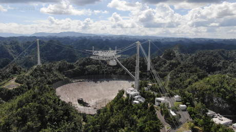 FILE PHOTO: The Arecibo Observatory space telescope, seen on November 7, 2020 © Reuters / UCF