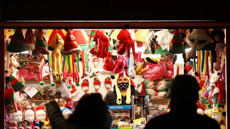 A seller waits for customers inside his stall at the traditional Plaza Mayor Christmas market in Madrid, Spain on December 2, 2020. © REUTERS/Sergio Perez