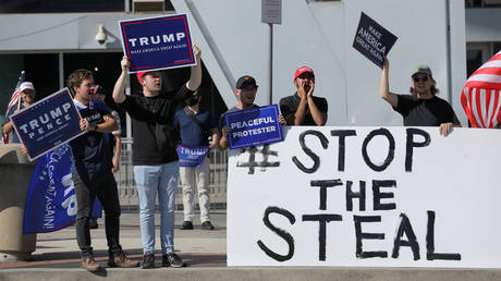 Supporters of Donald Trump gather outside the State Farm Arena as votes are counted, in Atlanta, Georgia, November 6, 2020 © Reuters / Dustin Chambers