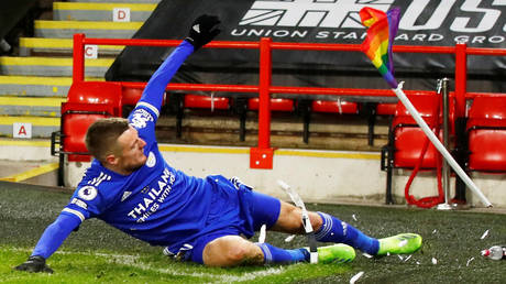 Leicester striker Jamie Vardy celebrated by a corner flag after scoring for Leicester at Sheffield United in the Premier League © Jason Cairnduff / Reuters