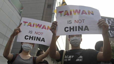 FILE PHOTO: Activists protest against the meeting between Taiwan's President Ma Ying-jeou and China's President Xi Jinping