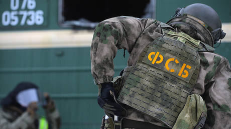 An employee of the operational headquarters of the FSB in the Sverdlovsk region during anti-terrorist exercises © Sputnik / Pavel Lisitsin