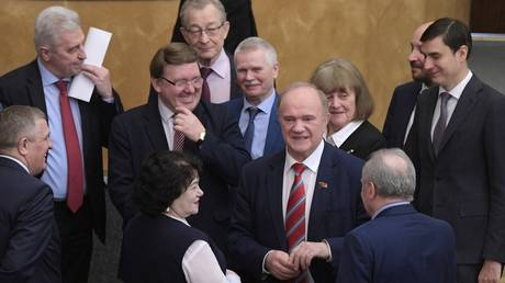 """FILE PHOTO Head of the faction of the political party """"Communist Party of the Russian Federation"""" Gennady Zyuganov (center) at the plenary session of the State Duma of the Russian Federation. © Sputnik / Vladimir Fedorenko"""