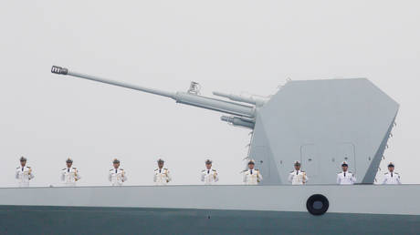 Chinese Navy's destroyer Taiyuan takes part in a naval parade off the eastern port city of Qingdao, to mark the 70th anniversary of the founding of Chinese People's Liberation Army Navy, China, April 23, 2019. © Reuters / Jason Lee
