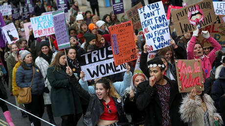 FILE PHOTO: Protesters hold banners as they take part in the Women's March in London, Britain January 19, 2019 © Reuters / Simon Dawson