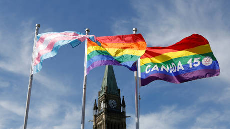 FILE PHOTO: The transgender pride (L), pride (C) and Canada 150 pride flags fly on Parliament Hill in Ottawa, Canada, June 14, 2017 © Reuters / Chris Wattie