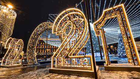 A light sculpture 2021 installed as part of decoration for the New Year and Christmas holidays, Moscow © Global Look Press / Konstantin Kokoshkin