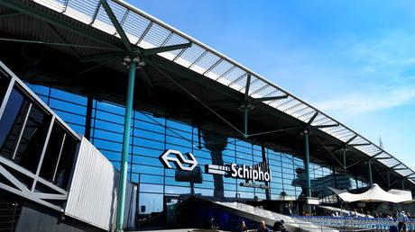 FILE PHOTO: Schiphol International Airport in Amsterdam, Netherlands August 6, 2018. © REUTERS/Piroschka van de Wouw
