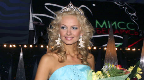 FILE PHOTO: Olga Khizhinkova smiles after her coronation as Miss Belarus 2008 in Minsk, May 2, 2008.