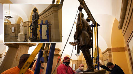 People work on the removal of the statue of Confederate General Robert E. Lee from the U.S. Capitol's crypt on Capitol Hill in Washington, U.S.,December 21, 2020. © Reuters / Jack Mayer, Office of Governor Northam; (inset) The statue of Confederate General Robert E. Lee © REUTERS / Jack Mayer