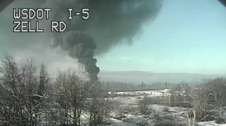 Train carrying crude oil derails & catches fire, triggering evacuations in Custer, Washington (PHOTOS, VIDEO) thumbnail