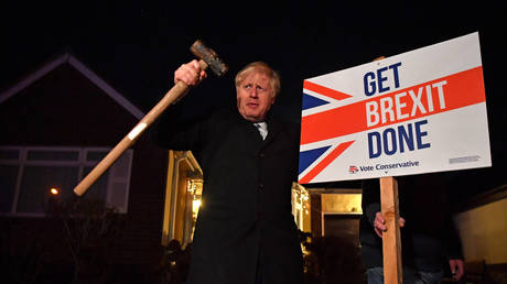 FILE PHOTO: Boris Johnson poses with a sledgehammer,in the garden of a supporter in South Benfleet, Britain, December 11, 2019 © Reuters / Ben Stansall