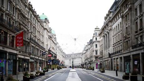 A view of a quiet Regent Street as shops remain closed under Tier 4 restrictions in London, Britain, (FILE PHOTO) © REUTERS/Henry Nicholls