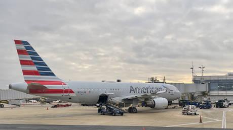 FILE PHOTO: An American Airlines Airbus 220 plane at Washington National Airport (DCA) in Arlington, Virginia © AFP / Daniel Slim