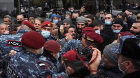 Protesters clash with police as they try to enter Armenian PM Pashinyan's office in Yerevan, during cabinet meeting (VIDEO)
