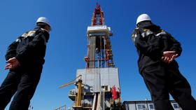 Russland plant, die Ölförderung im nächsten Jahr im Rahmen des OPEC + -Vertrags anzukurbeln