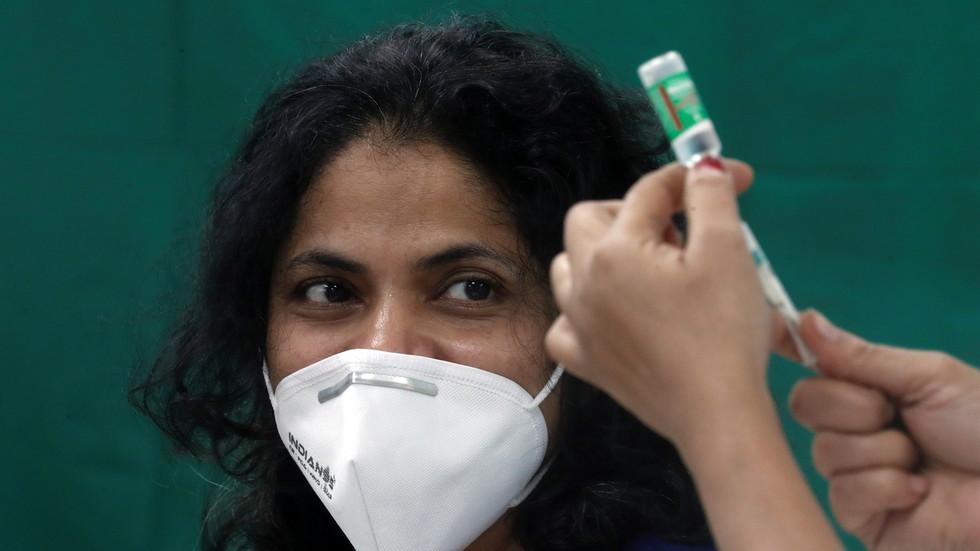 Indien startet weltweit größtes Covid-19-Impfprogramm: Nur Delhi allein hat schon 51 unerwünschte Reaktionen & 1 Person wurde ins Krankenhaus eingeliefert