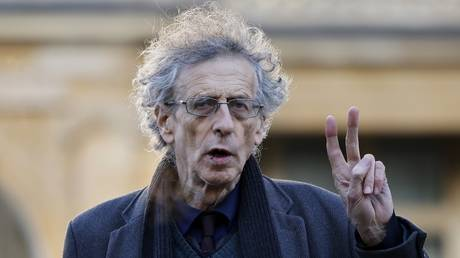 FILE PHOTO: Piers Corbyn arrives at Westminster Magistrates court in central London on November 27, 2020 © AFP / Tolga Akmen