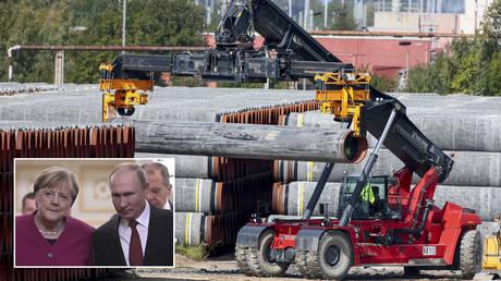 FILE PHOTOS. © REUTERS / Hannibal Hanschke; (inset) © Sputnik /Sergei Guneev / Kremlin via REUTERS