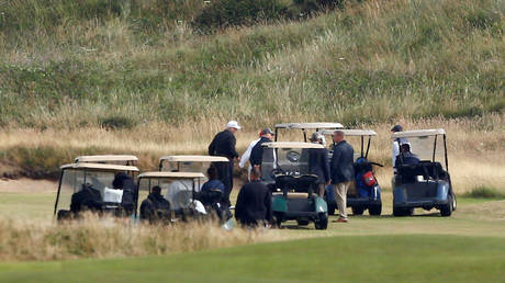 Sturgeon warns Trump against any surprise golf trips to Scotland, says it's not 'essential' under Covid rules thumbnail