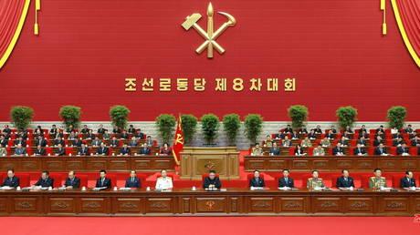 Le dirigeant nord-coréen Kim Jong Un assiste au premier jour du 8e Congrès du Parti des travailleurs à Pyongyang, en Corée du Nord, sur cette photo fournie par l'Agence centrale de presse nord-coréenne (KCNA) le 6 janvier 2021.
