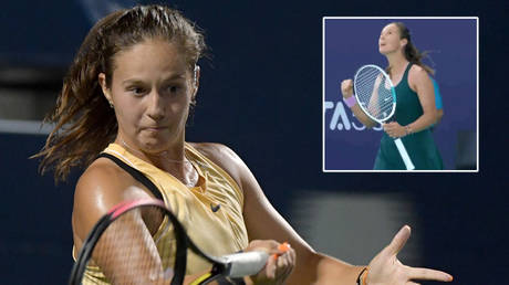 Russian tennis ace Daria Kasatkina won her first match at the Abu Dhabi Open - and Instagram support © Dan Hamilton / USA Today Sports via Reuters | © Twitter / hurleytennis