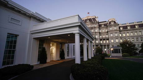 FILE PHOTO. The White House West Wing entrance. ©REUTERS / Ken Cedeno