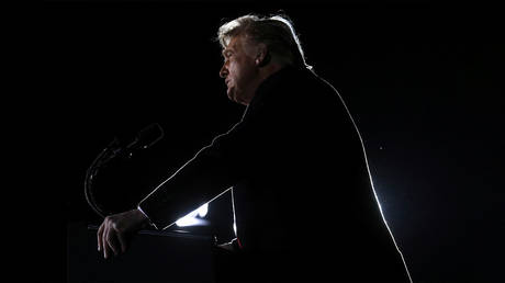 U.S. President Donald Trump addresses a campaign rally in Dalton, Georgia, U.S., on the eve of the run-off election to decide both of Georgia's Senate seats January 4, 2021. © REUTERS/Leah Millis