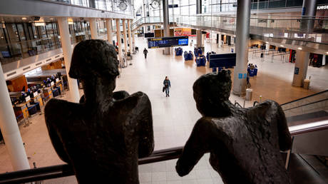 A view of an almost empty Copenhagen Airport during the Covid-19 pandemic. © Reuters /  Ritzau Scanpix