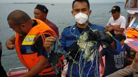 Rescuers found debris while searching for the missing Sriwijaya Air passenger plane. © DKI Jakarta Provincial Fire & Rescue Service
