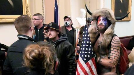Les partisans de Trump enfreignent le Capitole américain