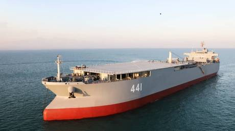 Iran's Makran helicopter carrier in the Gulf of Oman, January 13, 2021. © Iranian Army office / AFP