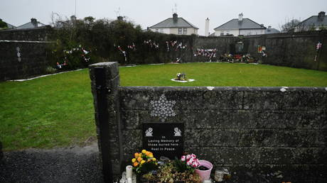 The Tuam graveyard, where the bodies of 796 babies were uncovered at the site of a former Catholic home for unmarried mothers and their children, Ireland, (FILE PHOTO) ©  REUTERS/Clodagh Kilcoyne