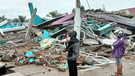 People look at a damaged hospital building following an earthquake in Mamuju, West Sulawesi province, Indonesia, January 15, 2021.