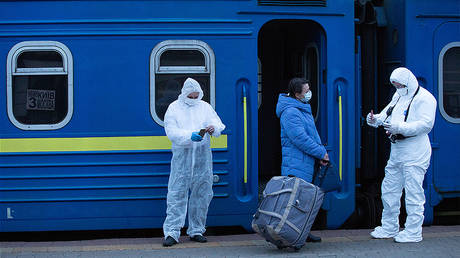 A Russian citizen has his documents checked before boarding a special train to Moscow at the central railway station in Kiev, Ukraine. © Sputnik / Stringer