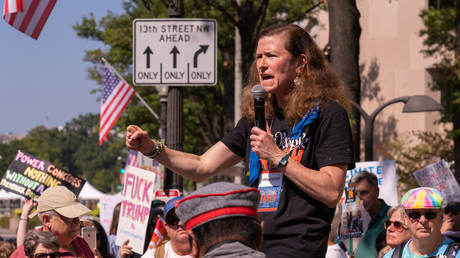Amy Siskind speaking at the We the People March in Washington, DC, in September 2019. © Wikimedia Commons