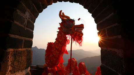FILE PHOTO: Performers take part in a dragon dance at the Great Wall of China © Reuters