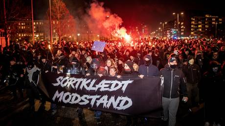 Anti-lockdown protesters in Denmark burn effigy of PM, brawl with police (VIDEOS) RT News RSS Feed INDIAN BEAUTY SAREE PHOTO GALLERY  | I.PINIMG.COM  #EDUCRATSWEB 2020-07-02 i.pinimg.com https://i.pinimg.com/236x/ca/40/de/ca40def711bf3a1e53145b16ea319e93.jpg