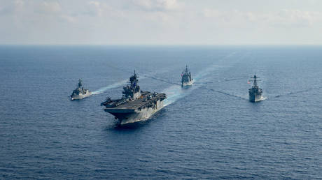 FILE PHOTO: US Navy and Royal Australian Navy team up in the South China Sea. © US Navy / Handout via REUTERS
