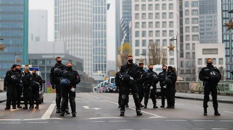 Stabbing spree in Frankfurt leaves 'several' people injured as German authorities probe attacker's motives - rt