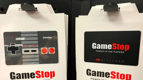 FILE PHOTO: GameStop gift cards are shown for sale at a GameStop Inc. store in Encinitas, California, U.S., May 24, 2017. © REUTERS/Mike Blake