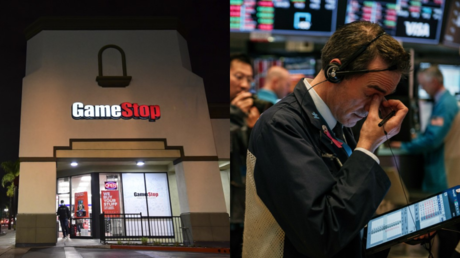 A GameStop outlet in Arizona, seen alongside a trader on the New York Stock Exchange © AFP / Scott Heins and Frederic J. Brown